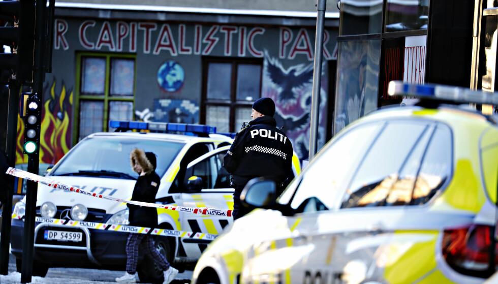 TERRORETTERFORSKNING: En 25 år gammel kvinne fra Lier ble kritisk skadd etter å ha blitt angrepet av en 20-åring fra Russland torsdag i forrige uke. Saken etterforskes som terror. Foto: Dagbladet