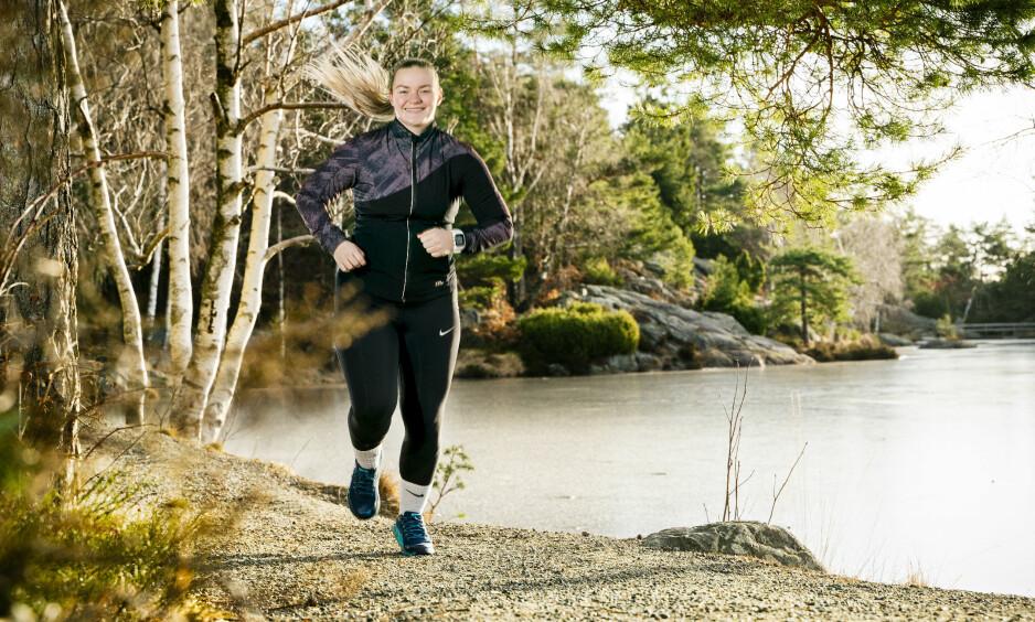 AKTIV: Benedicte Grastveit Viggen ble i 2014 slått ut av influensa. Høsten 2015 deltok hun på Bjarte Stubhaugs fire-dagers behandlingsopplegg. Nå er hun helt pigg og godt i gang med utdanning til å bli sykepleier. Foto: Sondre Transeth
