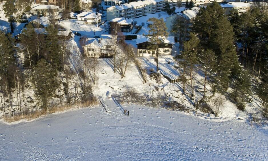 SØK: Ekteparet Hagens bolig ligger bare få meter fra Langvannet. Nå bekrefter politiet at de vil søke i innsjøen. Foto: Lars Eivind Bones / Dagbladet