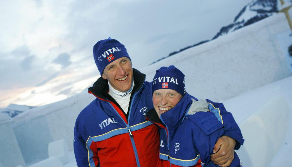 SUPERDUO: I dag er begge pensjonert fra skisporet, men under VM i skiskyting i 2005 var Lars og Tora Berger verdens beste skiskyttersøsken. Foto: NTB Scanpix
