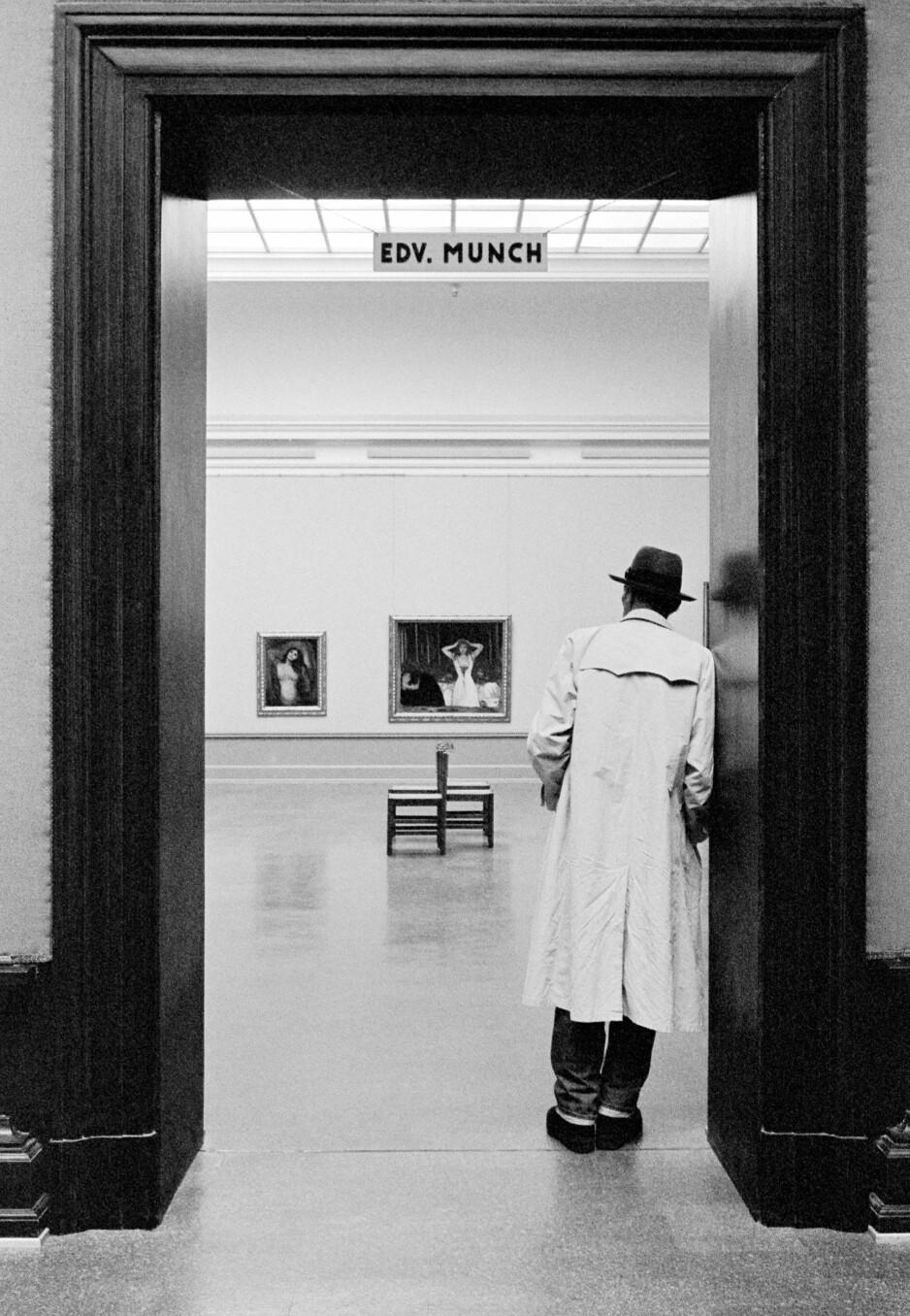 """GOD FOTOSAMLING: I 2018 kjøpte Nasjonalmuseet inn kamerabaserte verk av bl.a Jamie Parslow og dette bildet """"Joseph Beuys meets Edvard Munch"""" fra 1982."""