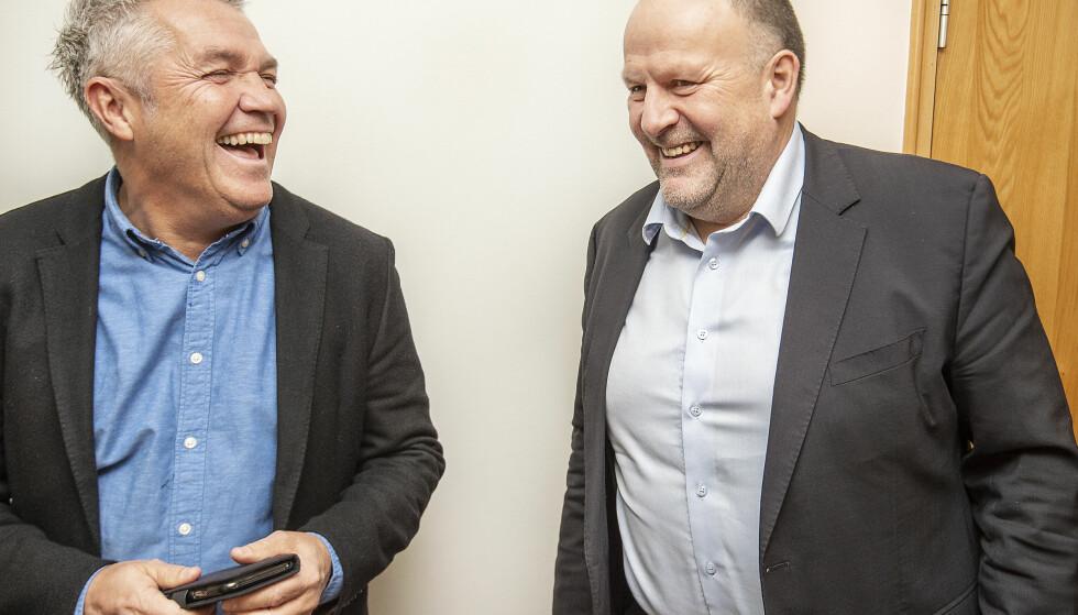 SKINNET BEDRAR: Fleipen sitter fortsatt løst rundt Kåre Ingebrigtsen (tv), han kan fortsatt le sammen med Rosenborgs styreleder Ivar Koteng. Men søksmålet mot Rosenborg er ingen spøk. Og i Sør-Trøndelag tingrett, uavhengig av det som blir kjennelsen, går Rosenborgs omdømme på en ny smell. Foto : Hans Arne Vedlog / Dagbladet