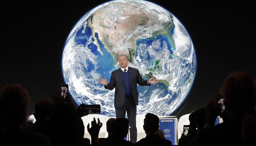 FLYR PRIVATFLY: USAs tidligere visepresident Al Gore er blant deltakerne i Davos som er dypt bekymret over klimaendringene, men også han ankom Sveits i privatfly. Foto: AP / NTB scanpix