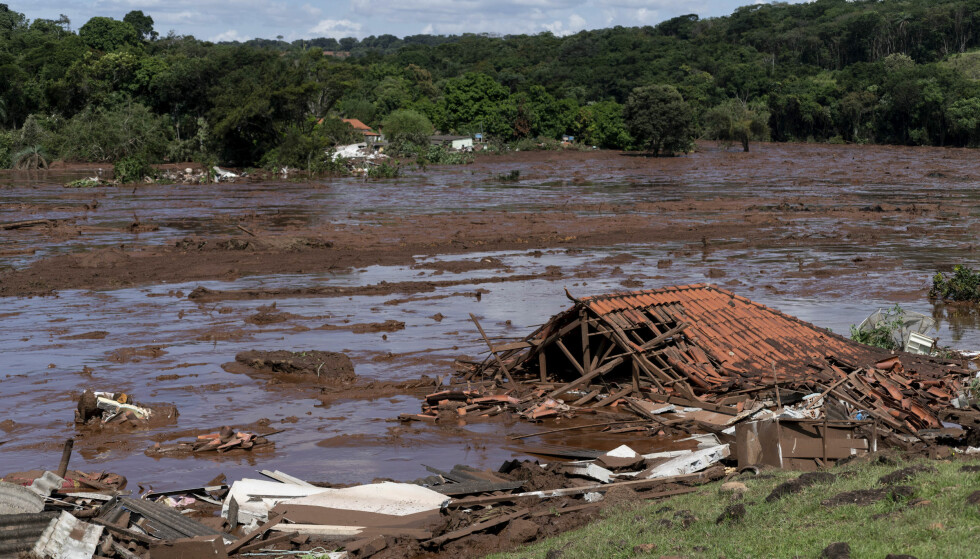 A structure lays in ruins after a dam collapsed near Brumadinho, Brazil, Friday, Jan. 25, 2019. Brazilian mining company Vale SA said it didn't yet have information on deaths or injuries at the dam but said that tailings have reached the community of Vila Ferteco.  (Leo Drumond/Nitro via AP)