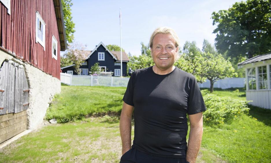PÅ TILTALEBENKEN: Tidligere kjendispastor Runar Søgaard (51) skulle i utgangspunktet ha vært til stede ved tv-programmets pressetreff forrige uke. Slik ble det ikke. Her fra «Farmen kjendis»-innspillingen i fjor sommer. Foto: Lars Eivind Bones / Dagbladet