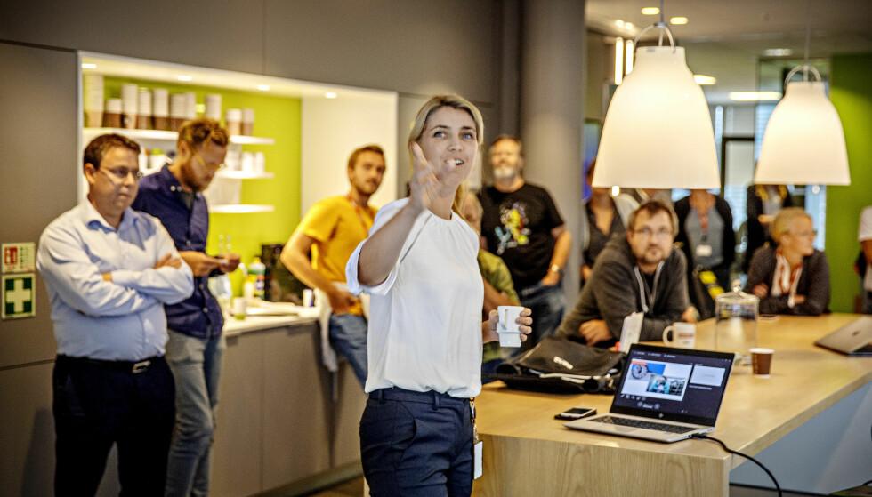 BEMANNER OPP: Sjefredaktør i Dagbladet, Alexandra Beverfjord, har all grunn til å smile. Torsdag delte hun gladnyheten med de ansatte, til stor jubel. Foto: Frank Karlsen