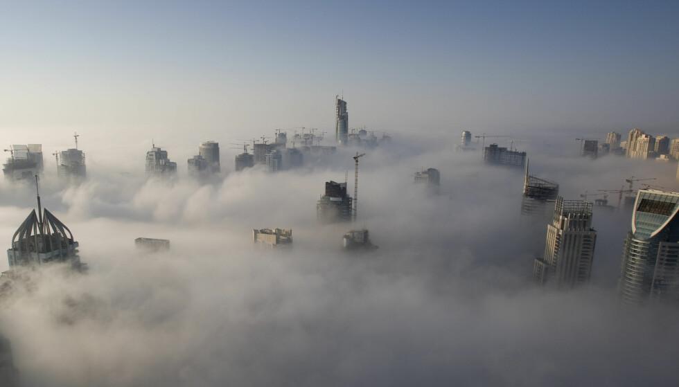 TÅKELEGGING: Tåka ligger lavt i Dubai. Mange mener det også er mye tåkekelegging og bankhemmelighold i denne byen i De forente arabiske emirater. Foto: Steve Crisp / Reuters / NTB Scanpix