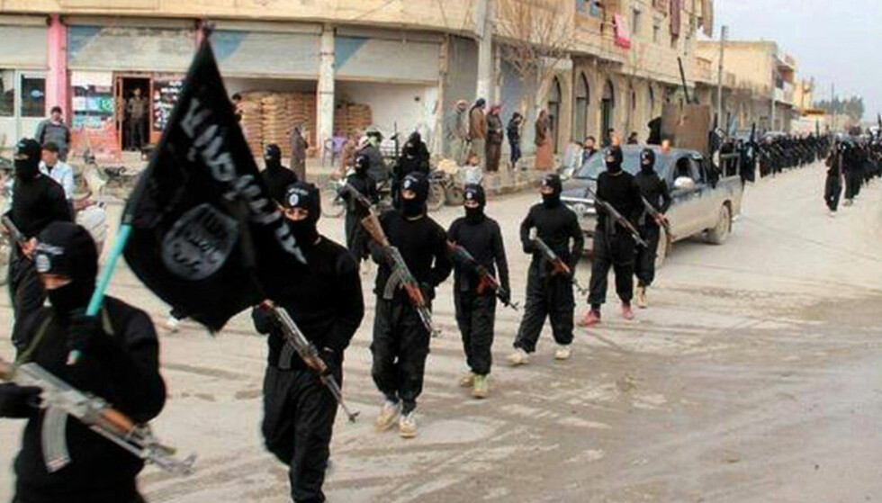 EKSTREM VOLD: Terrorgruppa Den islamske stat har begått brutale menneskerettighetsbrudd og tiltrukket seg fremmedkrigere fra mange land. Om lag 100 personer fra Norge har sluttet seg til den fryktede terrorgruppa. Foto: Scanpix