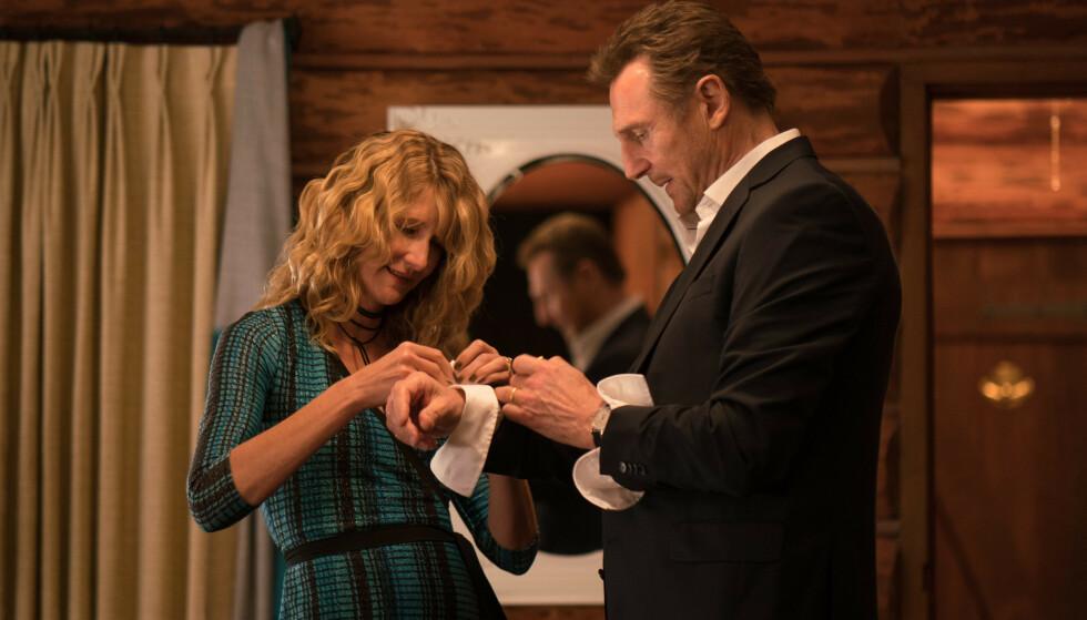 AVLYST PREMIERE: Liam Neeson spiller karakteren Nels Coxman i filmen «Cold Pursuit», som regisseres av norske Hans Petter Moland. Her sammen med skuespillerkollega Laura Dern. Foto: NTB Scanpix