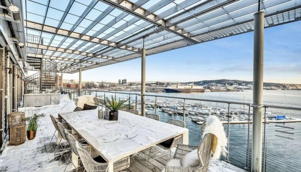 TERRASE: En av leilighetens flere terrasser. Foto: Oh Shots