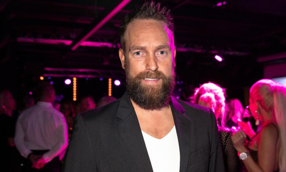 LEGGER SEG FLAT: Komiker Ørjan Burøe snakker nå om varslene og anklagene mot ham. Foto: Andreas Fadum / Se og Hør