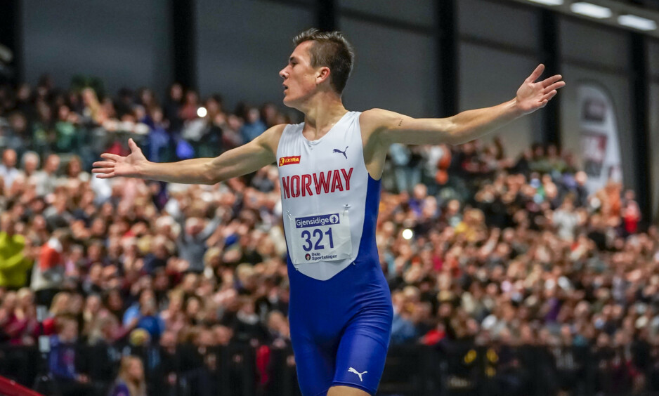 REKORD: Jakob Ingebrigtsen satt ny norsk rekord på 1500 meter under Nordenkampen i innendørs friidrett i Bærum Idrettspark søndag. Foto: Heiko Junge / NTB scanpix