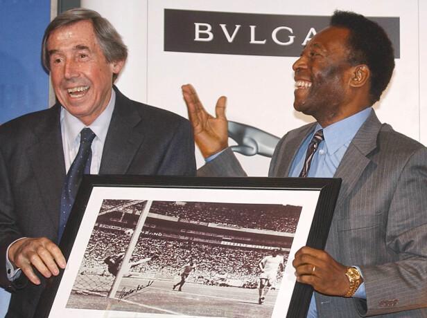 HELTER: Gordon Banks og Pelé. Foto: AP.