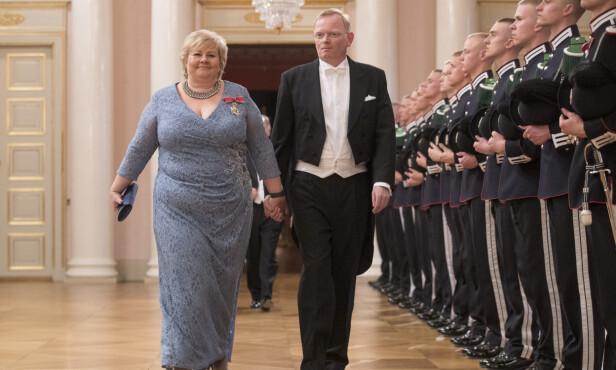 PÅ SLOTTET: Sindre Finnes og Erna Solberg på vei til gallamiddag på slottet. Foto: Håkon Mosvold Larsen / NTB scanpix
