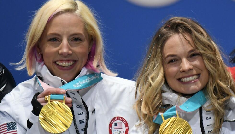 TOK OL-GULL I PYEONGCHANG: Kikkan Randall og Jessica Diggins vant sprintstafetten i OL. Nå går Diggins knallhardt ut mot presidenten i det internasjonale skiforbundet. Foto: AFP / LOIC VENANCE/ NTB Scanpix