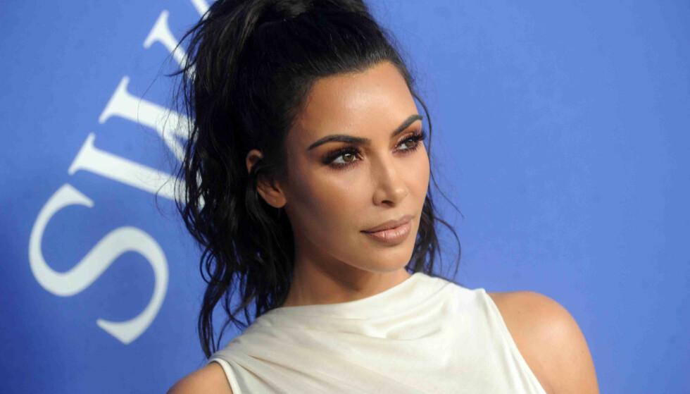 PSORIASIS: Kim Kardashian West (38) har i flere år slitt med hudsykdommen psoriasis. Nå har hun funnet enda en ny kur mot den. Foto: NTB Scanpix