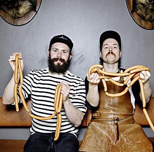 PØLSETEST: Pølsemaker Daniel Byskov (til venstre) og Edvard Gran, daglig leder ved Würst pølsebar i Oslo, har tidligere testet pølser for Dagbladet. Foto: Nina Hansen