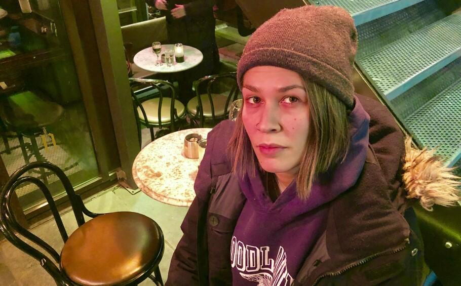 SLUTT: 26. februar har Josefine Alfaia Amado sin siste arbeidsdag i Norge. Den svenske servitøren forteller at lønnen er dramatisk redusert etter at regjeringen fra nyttår begynte å skattelegge tips fra gjestene. Foto: Gunnar Ringheim / Dagbladet