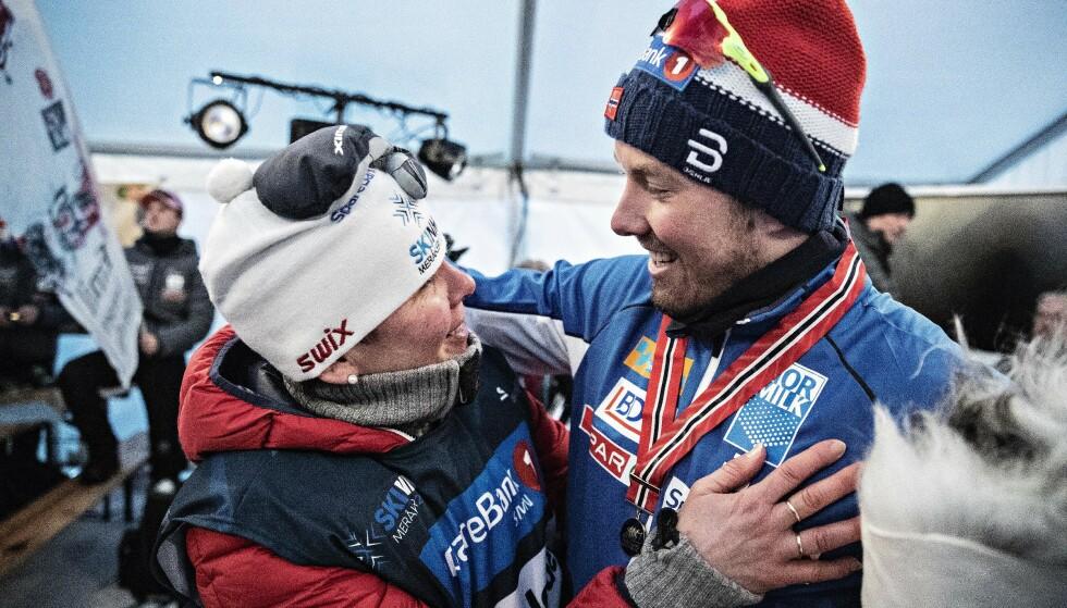 FAMILIEBEDRIFT: Emil Iversen, her sammen med mor etter NM-gullet på hjemmebane i år, ansetter broren som manager neste år. Foto: Bjørn Langsem / Dagbladet