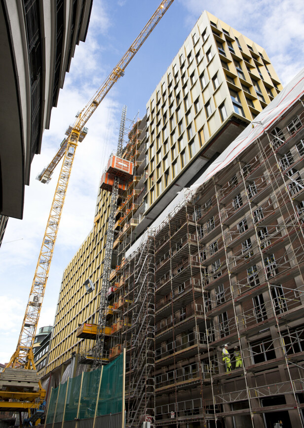 STORBYGG: Flere fagforeninger reagerer sterkt på flere forhold ved byggingen av Clarion Hotel The Hub i Oslo sentrum. Foto: Espen Bratlie / Samfoto / NTB Scanpix