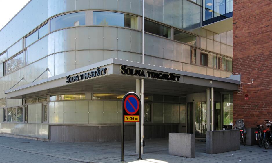 TILTALT FOR DRAP: En svensk influenser sitter i disse dager på tiltalebenken i Solna tingsrätt utenfor Stockholm, tiltalt for drap på sin ekskjæreste. Foto: Wikimedia commons