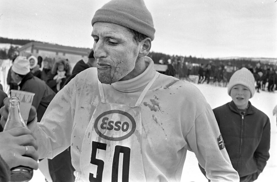 GRATULERERE MED DAGEN: Ole Ellefsæter runder i dag de fleste og han blir 80 år. Her etter at han hadde vunnet NM, 5-mila, i 1967. Foto: Odd Wentzel.