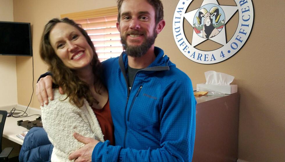 KJÆRESTER: Kauffmans kjæreste Annie Bierbouer (til venstre) trodde ikke på kjæresten da han fortalte hva som hadde skjedd. Foto: Colorado Parks & Wildlife