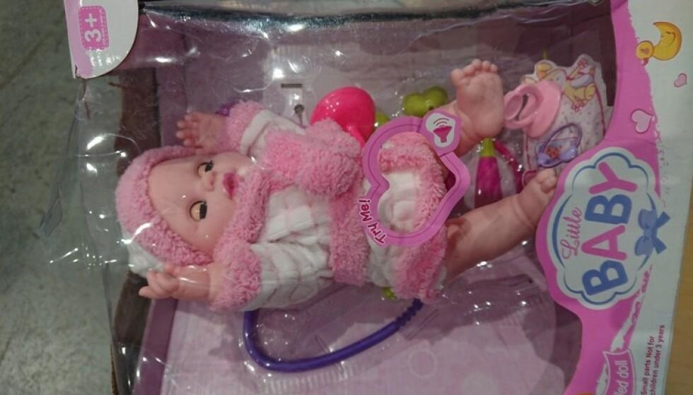 FARLIG GAVE: Innholdet i kroppen på den søte dukken skjulte en dyster overraskelse. Foto: Tollvesenet