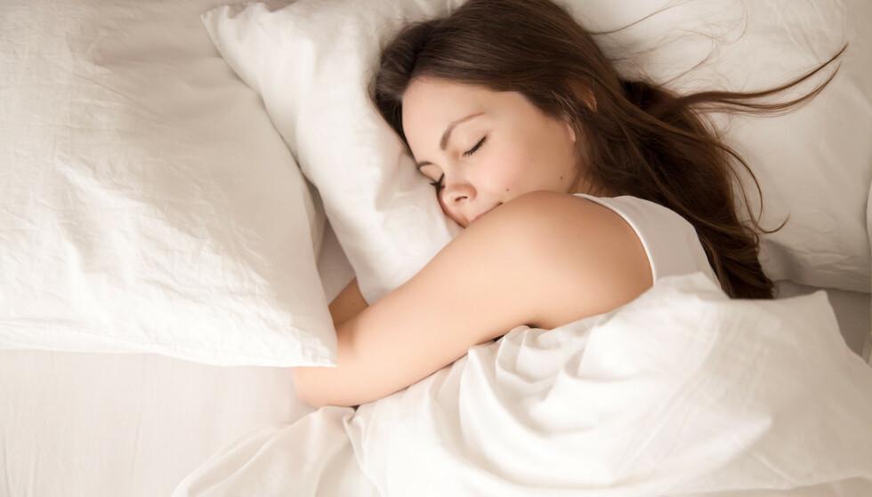 SØVN: Det er en stund igjen før man kan sove seg gjennom undervisningen og likevel ha utbytte av den, men forskere har nå påvist at dyp søvn ikke utelukker læring. Illustrasjonsfoto: Shutterstock / NTB scanpix