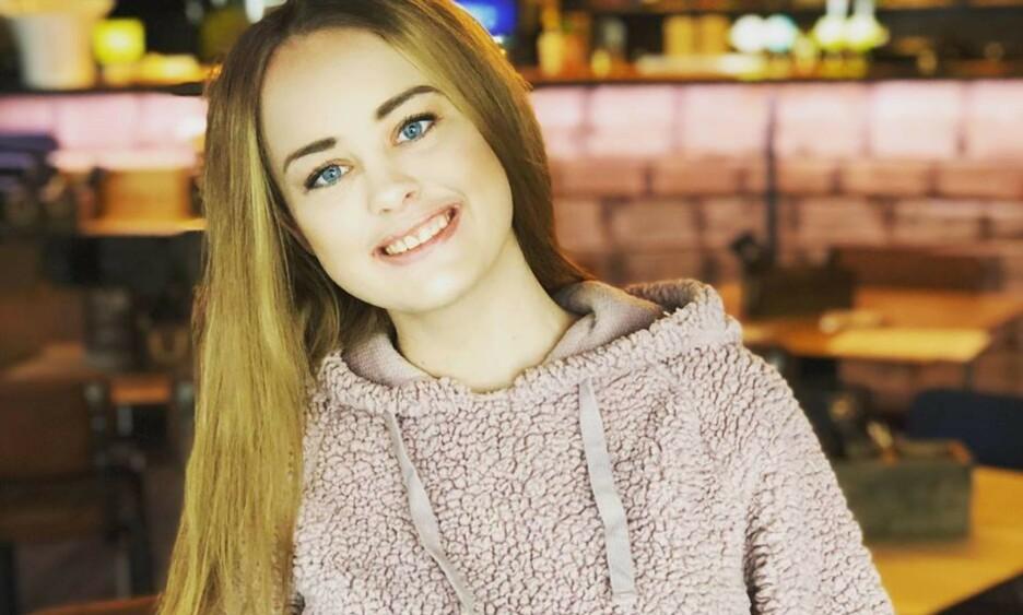 FIKK SMERTER: Malin (23) synes det er for få som snakker om lidelsen hun har. Foto: Privat.