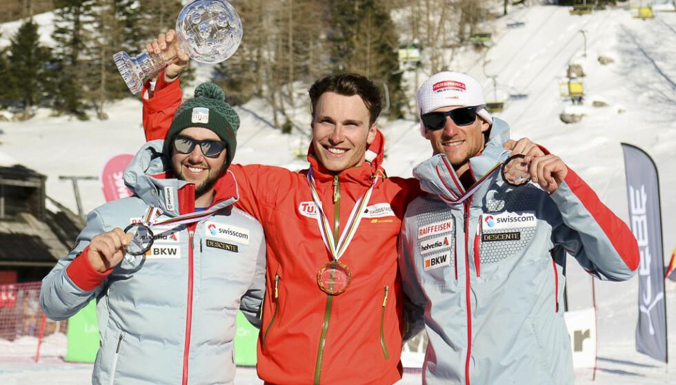 SLOVENIA: Trym Nygaard Løken (i midten) vant verdenscupen sammenlagt i telemark. (f.v.) Stefan Matter, Trym Nygaard Løken og Bastian Dayer. Foto: Norges Skiforbund / NTB scanpix