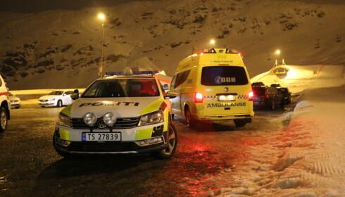 REDNINGSAKSJON: Et stort antall mennesker var på plass i fjellområdet i Røldal i natt. Foto: Theo Aasland Valen