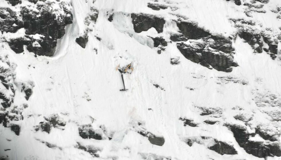 ULYKKE: Helikopteret kolliderte i en fjellside. En kvinne og en mann omkom i ulykken. Foto: Gisle Jørgensen / NRK