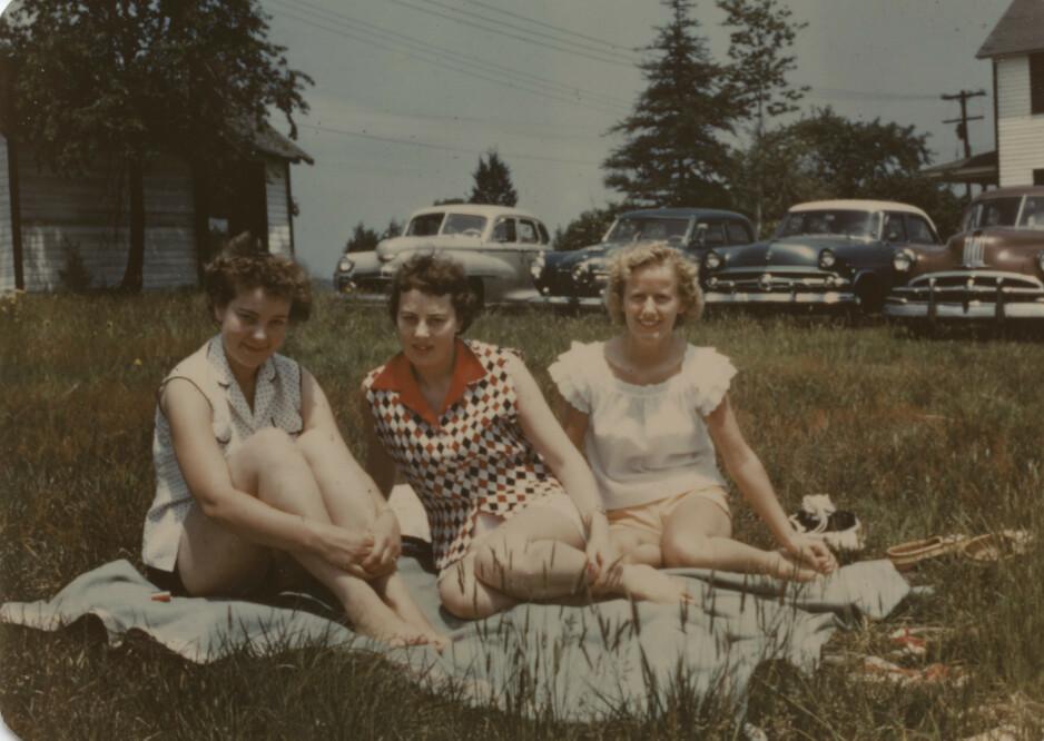 NEW JERSEY. Sørlandsjentene Jenny, Ragnhild og Gudrun på utflukt i New Jersey sommeren 1955. Foto: privat fra boka «På høye hæler i Amerika» av Siv Ringdal.