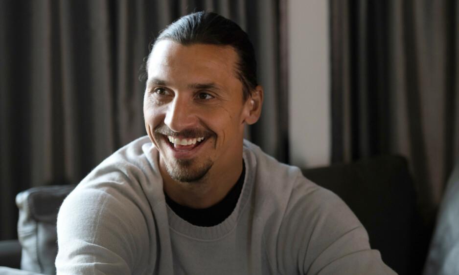 BORTE BRA, HJEMME BEST: Selv om Zlatan Ibrahimovic (37) har flyttet til USA, viser fotballproffen tydelig hvor han egentlig hører hjemme. Foto. NTB Scanpix