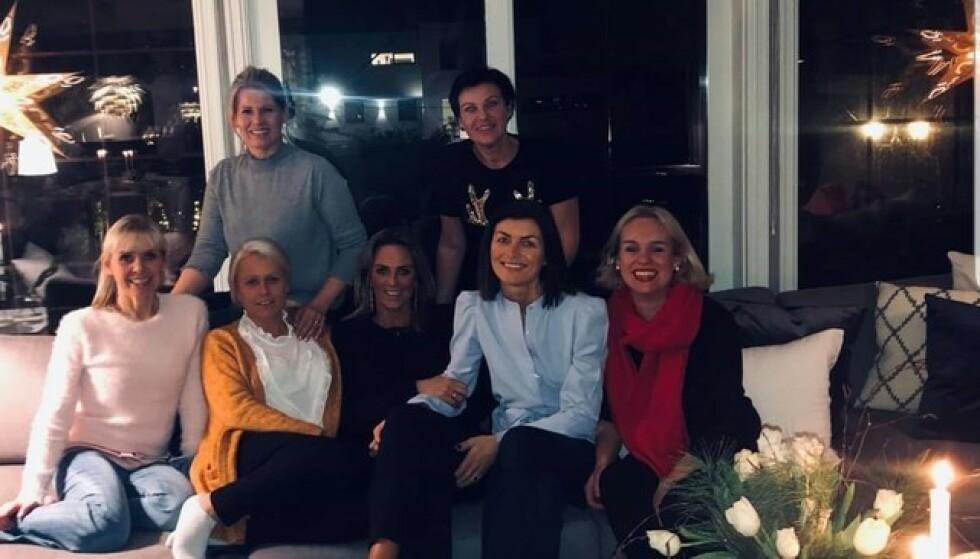 VENNINNER I SORG: Avdøde Ann-Cathrin Losvik (til venstre) fotografert sammen med Solveig Birkeland, Bente Fiskaaen, Monica Netland, Reidun Waage Kristiansen. Bak Tina Baardsen og Camilla Ingvaldsen.  Foto: Privat