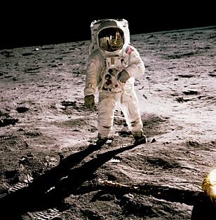 FØRSTEMANN: Astronaten Neil A. Armstrong ble den første til å gå på månens overflate. Foto: Nasa