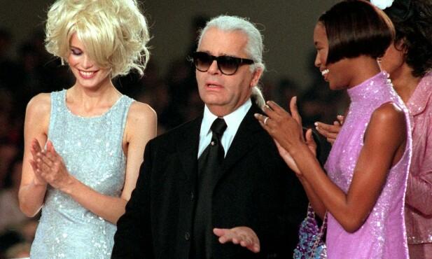 DØD: Karl Lagerfeld styrte Chanel med jernhånd. Her med Claudia Schiffer og Naomi Campbell på catwalken i 1996. Foto: NTB scanpix