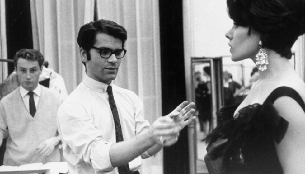 DØD: Karl Lagerfeld, her fotografert i 1964, er død. Det bekrefter Chanel selv tirsdag ettermiddag. Hvor gammel han ble, er derimot fortsatt et mysterium. Foto: NTB scanpix