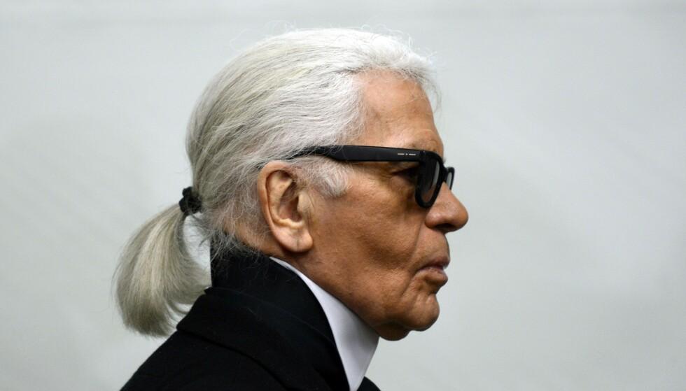 RØSKET OPP: Karl Lagerfeld var en ikonisk skikkelse og en arbeidsnarkoman som røsket opp i motehuset Chanel og revolusjonerte motebransjen.  Foto: Caroline Seidel / AFP / Scanpix