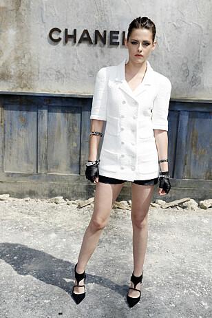 CHANEL-STJERNE: Karl Lagerfeld satset blant annet på filmstjernen Kristen Stewart som ansikt for Chanel. Fame Flynet France / Stella Pictures.