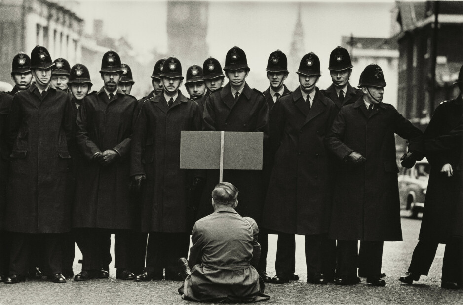 PROTEST: Protester, Cuban Missile Crisis, Whitehall, London 1962. Foto: Don McCullin