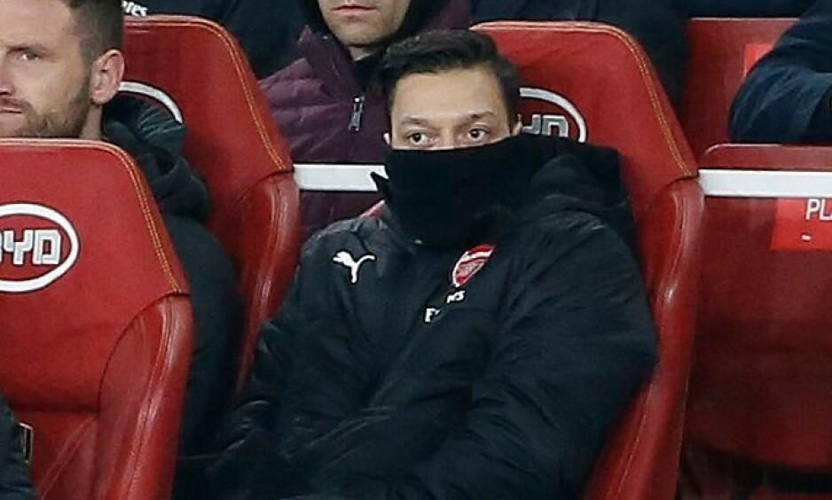 I KULDEN: Mesut Özil har ikke fått like mye spilletid som forventet under Unai Emery. Nå få tyskeren støtte av engelske eksperter. Foto: NTB Scanpix