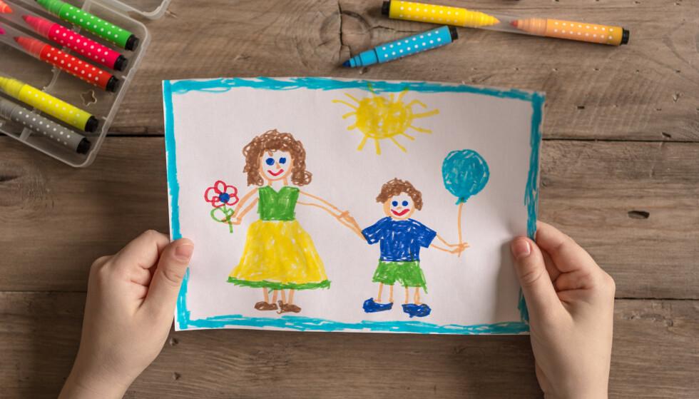 GRUNNLEGGENDE: Betydningen av å høre til for oss mennesker, er anerkjent som et grunnleggende behov. Det foreligger solid forskning som viser at adopsjon som tiltak vil være en bedre løsning enn fosterhjem og institusjon for mange barn, skriver kronikkforfatterne. Foto: Shutterstock / NTB Scanpix