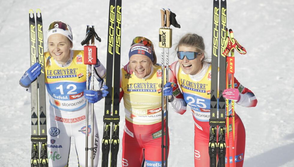 PALLEN: Stina Nilsson, Maiken Caspersen Falla og Mari Eide. Foto: Bjørn Langsem