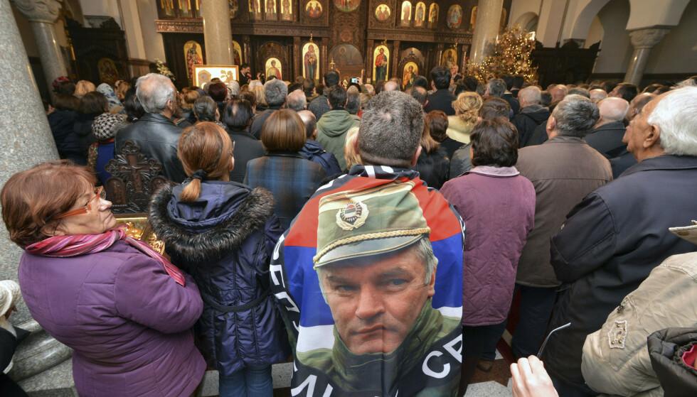 """FORBUDT FEIRING: Bosniske serbere """"feirer"""" 9. januar fordi de i 1992 erklærte en egen stat i Bosnia. Det var begynnelsen på den fire år lange borgerkrigen. Fortsatt er den krigsforbryterdømte Ratko Mladic populær blant mange serbere. Innsenderen skriver at forsoningen kan først starte når folkegruppene og deres ledere vil arbeide for den. Foto: Radivoje Pavicic / AP / NTB Scanpix"""