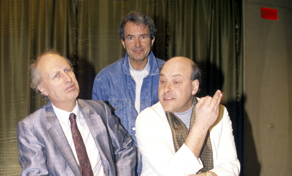 DØD: Henrik Scheele (t.h) ble funnet død på sitt hotellrom tidligere denne uka. Her sammen med Helge Reiss og Egil Teige. Foto: NTB Scanpix