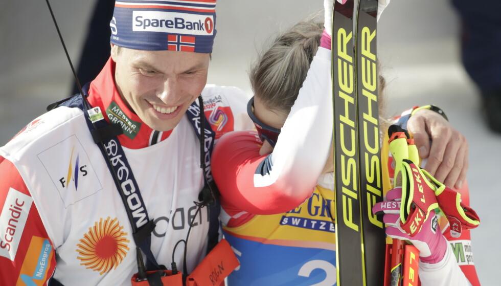 OVERRASKET: Mari Eide (skjult, til høyre) tok bronse på VM-sprinten. Foto: Bjørn Langsem