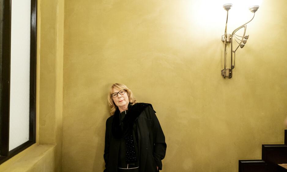 ANGST: Tidligere NRK-programleder Anne Grosvold har opplevd jordskjelv og opptøyer. Men hun er aldri så redd som når hun sitter innerst på trikken. Foto: John Terje Pedersen