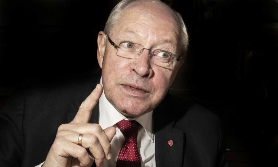 PARTIETS MANN: - Ingen står over partiet, slår Martin Kolbergs mann. Han har vært ansatt og jobbet for Arbeiderpartiet i 46 år. Nå står mye på spill, og Ap må være i gang med byggingen av et nytt rødgrønt flertallsprosjekt som kan vinne valget i 2021, mener Kolberg, som i morgen (24. februar) fyller 70 år. Foto: Hans Arne Vedlog